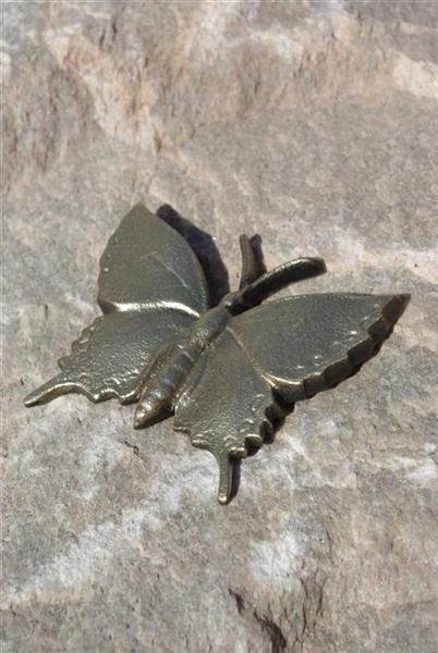 hautakiven koriste perhonen